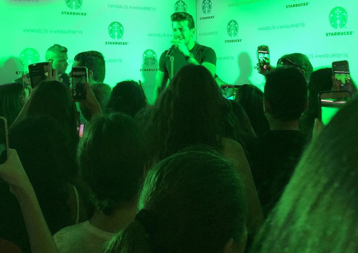 Βαγγέλης Κακουριώτης: «Μάγεψε» σε μία special unplugged εμφάνιση στη Γλυφάδα! [pics,video] | tlife.gr