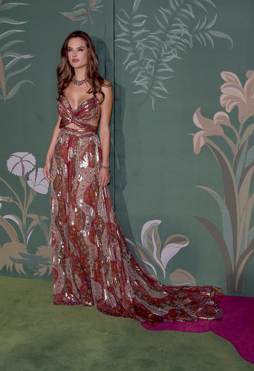 H Alessandra Ambrosio με Εtro | tlife.gr