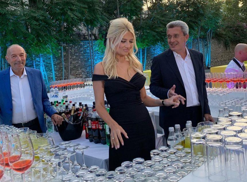 Σκορδά – Χατζηνικολάου: Σέρβιραν ποτά τους καλεσμένους στην παρουσίαση του ANT1! [vids] | tlife.gr