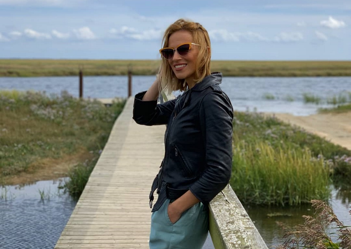 Νάντια Μπουλέ: Αποχαιρετά το καλοκαίρι από το συννεφιασμένο Άμστερνταμ