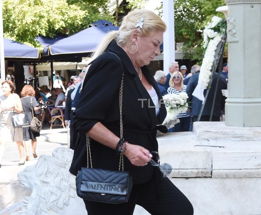 Θλίψη στην κηδεία του Αντώνη Λιβάνη   tlife.gr