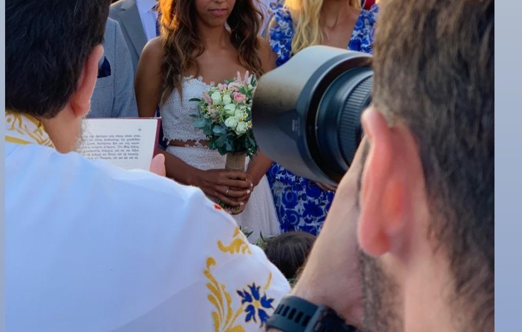 Παντρεύτηκε παρουσιάστρια του ΣΚΑΪ στην Αντίπαρο! [pics,vid]