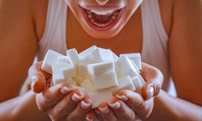 Μέχρι πόση ζάχαρη την ημέρα επιτρέπεται – Ποιες τροφές είναι… παγίδες | tlife.gr