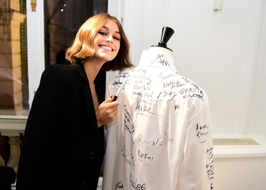 Μια έκθεση με έμπνευση από το αγαπημένο fashion item του Κarl Lagerfeld | tlife.gr