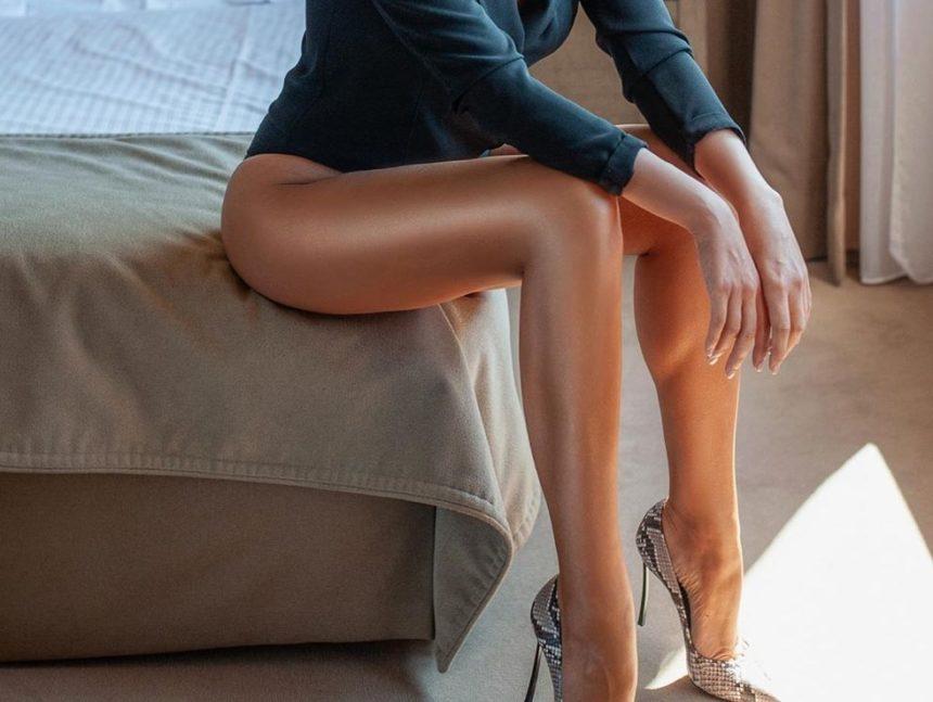 Ελληνίδα παρουσιάστρια μας δείχνει τα… ατελείωτα πόδια της σε πόζα… φωτιά! | tlife.gr