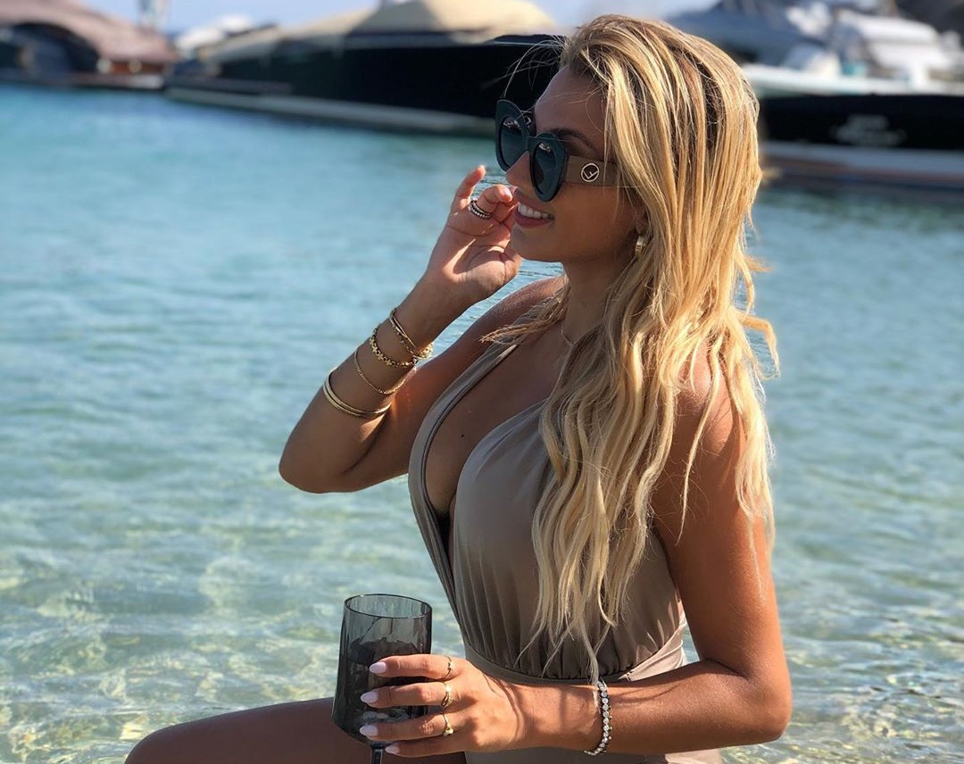 Κωνσταντίνα Σπυροπούλου: Η γυναίκα που της τράβηξε την προσοχή στην παραλία – Video