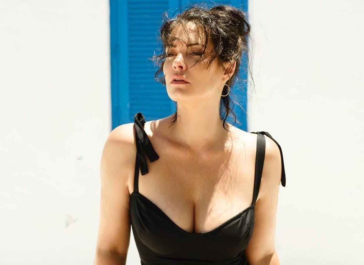 Μαρία Κορινθίου: Ποζάρει στο κρεβάτι της φορώντας μόνο το μαγιό της! | tlife.gr