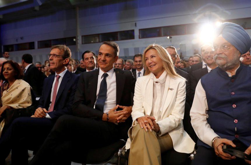 Mαρέβα Μητσοτάκη: Η chic εμφάνιση στο πλευρό του Πρωθυπουργού στη Θεσσαλονίκη! | tlife.gr