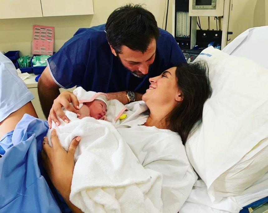 Φελίσια Λαπάτη: Οι πρώτες φωτογραφίες μέσα από το μαιευτήριο μετά τη γέννηση του γιου της | tlife.gr
