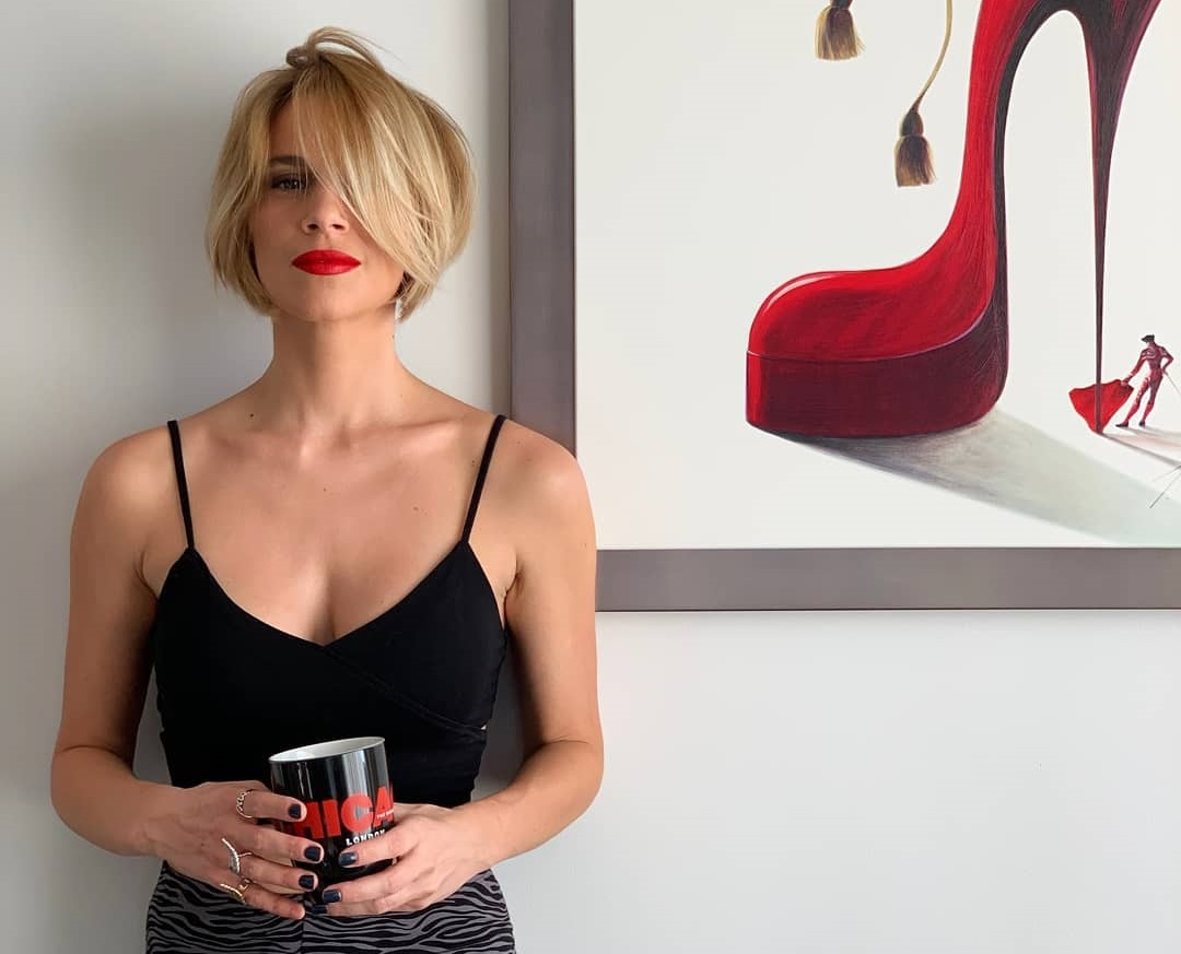Νάντια Μπουλέ: Η μεταμόρφωση της σε Roxie Hart για το Chicago… είναι «φωτιά»! [pics]