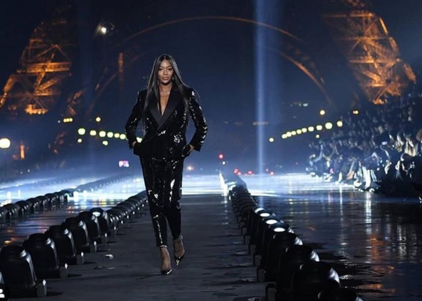 To φαντασμαγορικό show του Saint Laurent κάτω από τον πύργο του Eiffel! | tlife.gr