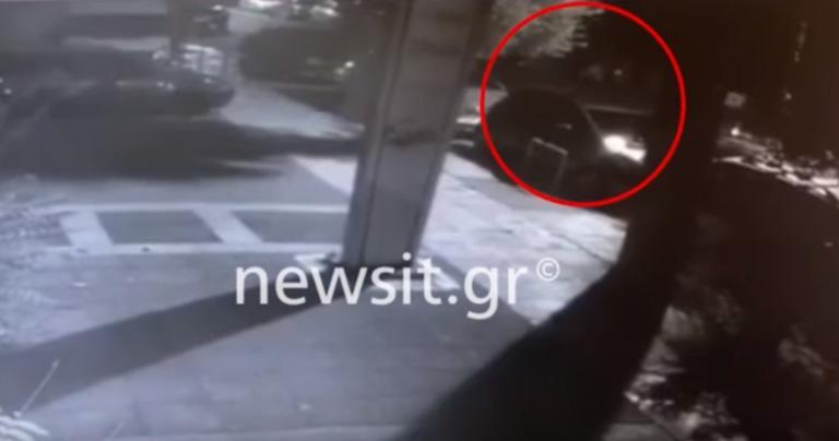 Βίντεο ντοκουμέντο! H στιγμή που η μητέρα εγκαταλείπει το βρέφος στη Νέα Ιωνία | tlife.gr
