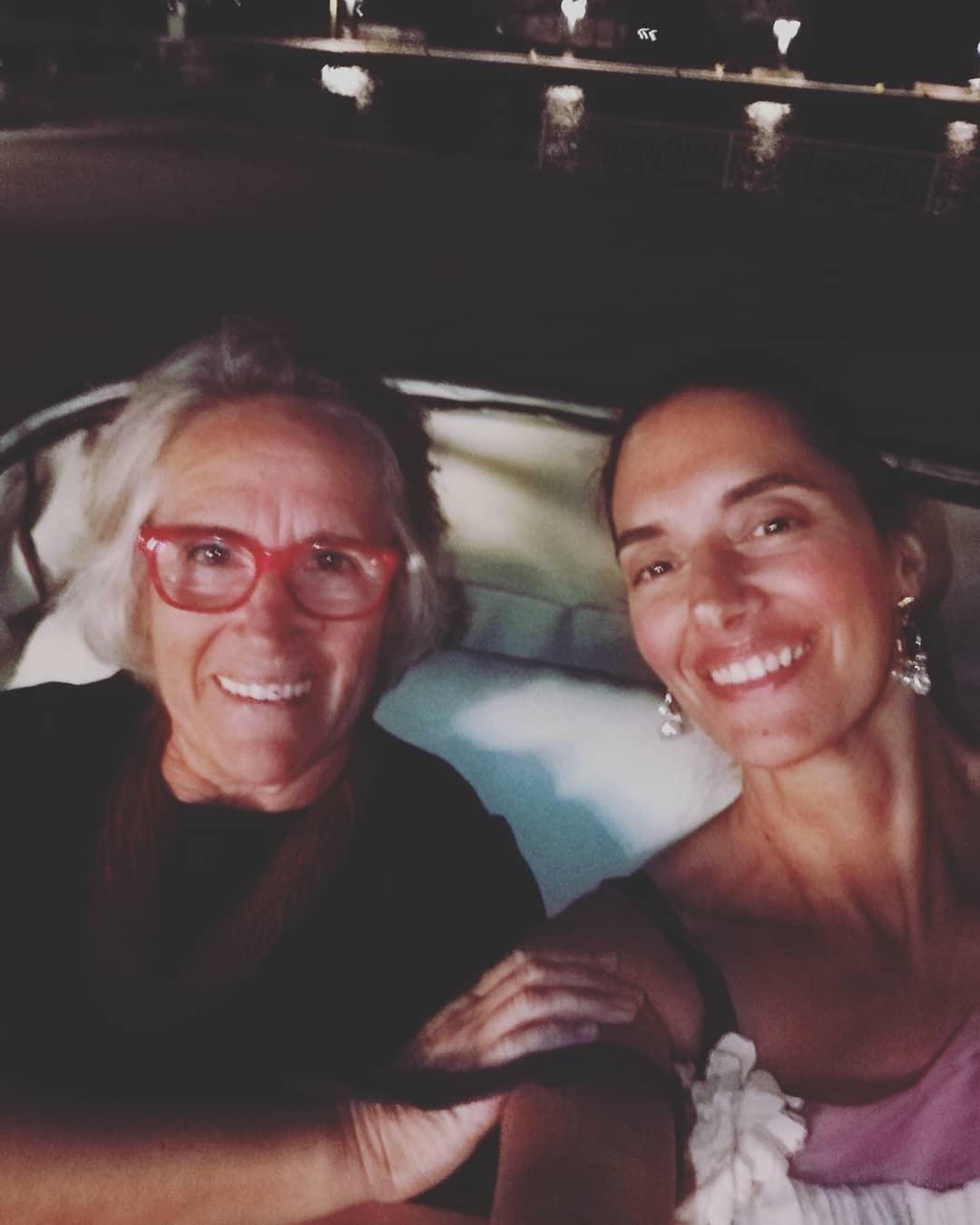 Σαν δυο σταγόνες νερού: Η εντυπωσιακή ομοιότητα της Νόνης Δούνια με τη μητέρα της! (εικόνα)