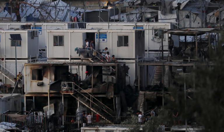 Συγκλονίζουν οι εξελίξεις από τη φωτιά στη Μοριά – Πέταξε το μωρό από το παράθυρο για να το σώσει | tlife.gr