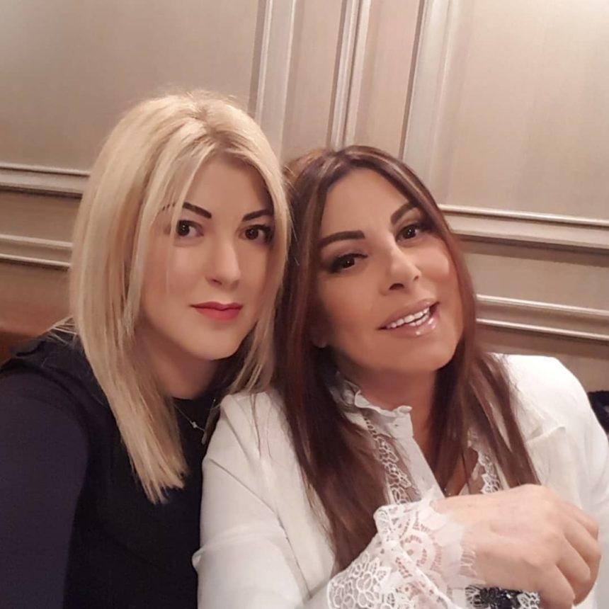 Άντζελα Δημητρίου: Στη Μύκονο με την κόρη της και τον γαμπρό της! Φωτογραφίες | tlife.gr