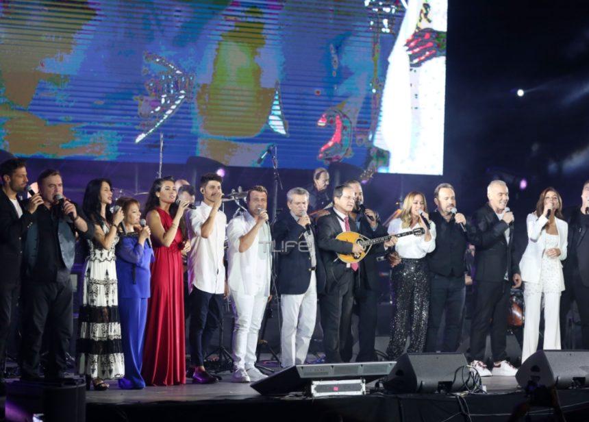 Συγκίνηση στη συναυλία «Όλοι μαζί μπορούμε»! Αποχαιρέτησαν τον Λ. Μαχαιρίτσα τραγουδώντας «Και τι ζητάω» [video] | tlife.gr