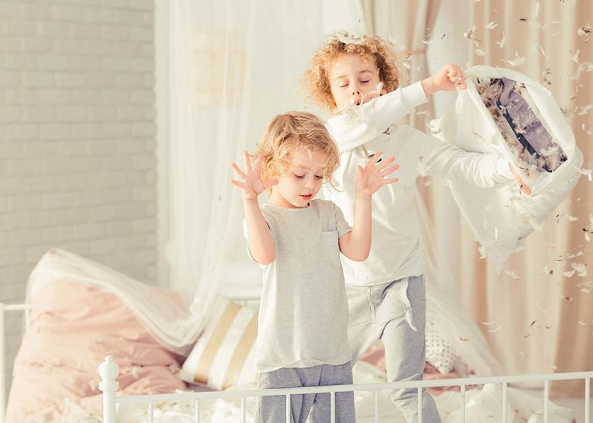 Τα παιδιά σου τσακώνονται συνεχώς; Tips για να διαχειριστείς τους αδερφικούς καυγάδες