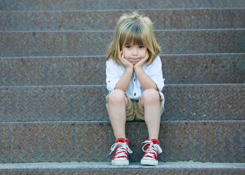 8 σημάδια ότι το παιδί σου περνά μίνι κατάθλιψη | tlife.gr