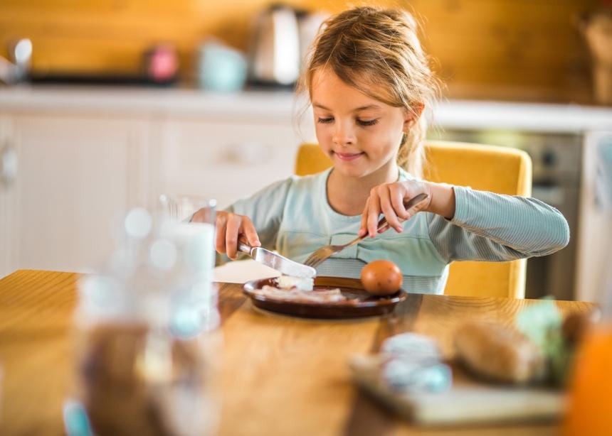 Ο Δρ. Σπύρος Μαζάνης εξηγεί γιατί το πρωινό είναι το πιο σημαντικό γεύμα για ένα παιδί | tlife.gr