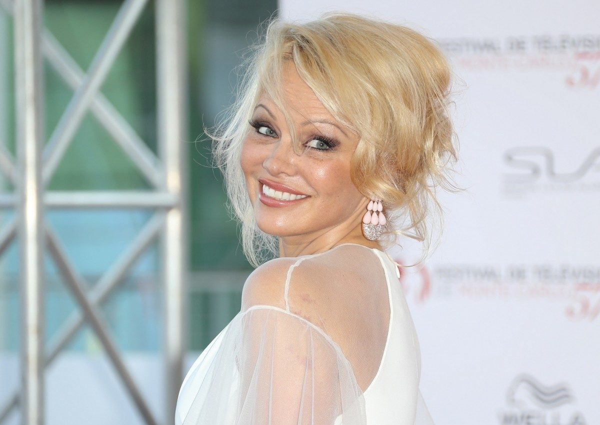 Pamela Anderson: Μεταφέρει τη διαμάχη με γνωστή εταιρία ρούχων στο Φεστιβάλ Κινηματογράφου του Τορόντο!   tlife.gr