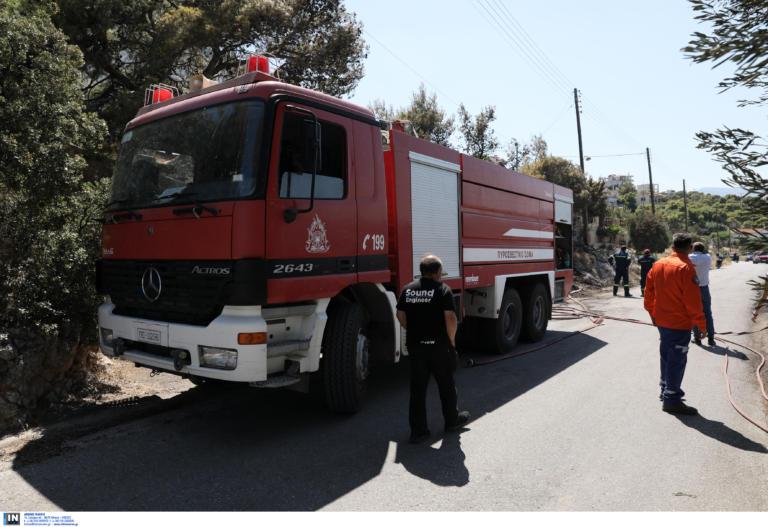 Φωτιά στις Αχαρνές! Διέκοψαν την κυκλοφορία στη Λεωφόρο Δημοκρατίας | tlife.gr