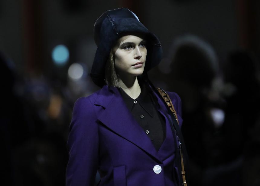 Στο show της Prada είδαμε ποιο θα είναι το μεγαλύτερο trend για το επόμενο καλοκαίρι! | tlife.gr