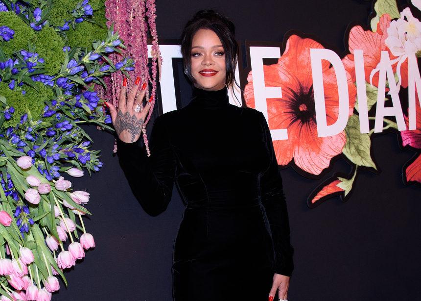 Πρέπει να δεις το φόρεμα που φόρεσε η Rihanna στο πάρτι της! | tlife.gr
