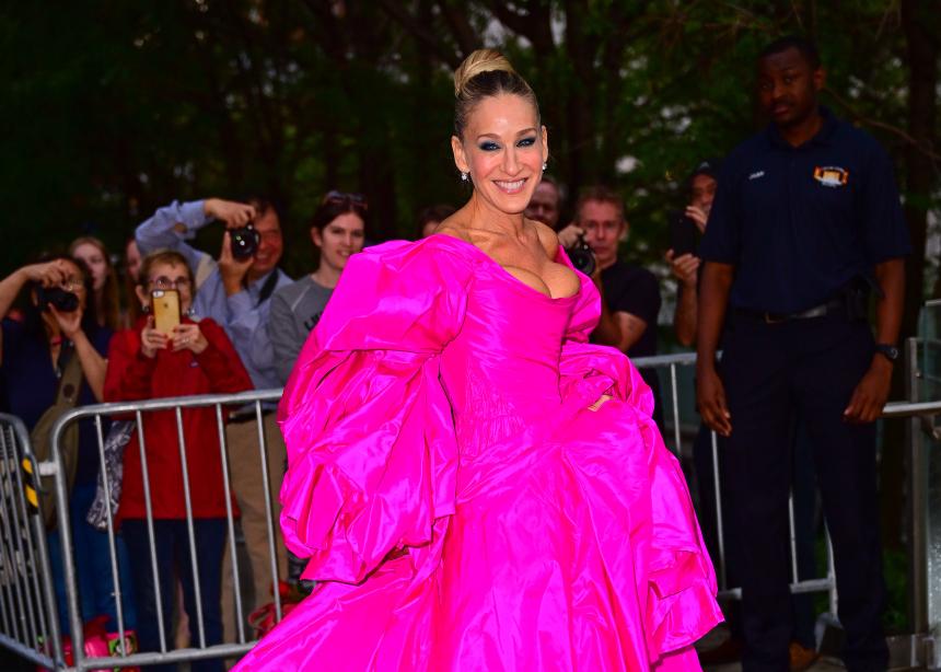 Η Sarah Jessica Parker με επικό φόρεμα! | tlife.gr