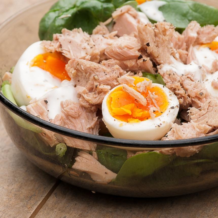 Δροσερή σαλάτα με τόνο και αβγό