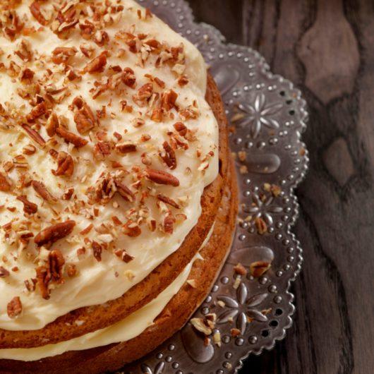Πεντανόστιμο carrot cake με ξηρούς καρπούς | tlife.gr