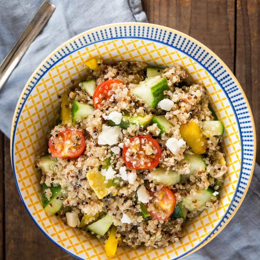 Σαλάτα με κινόα, αβοκάντο και φέτα