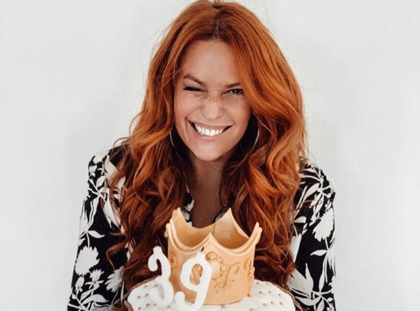 Σίσσυ Χρηστίδου: Η έκπληξη για τα γενέθλιά της, οι τρεις τούρτες και οι ευχές του Θοδωρή Μαραντίνη! [pics,vid] | tlife.gr