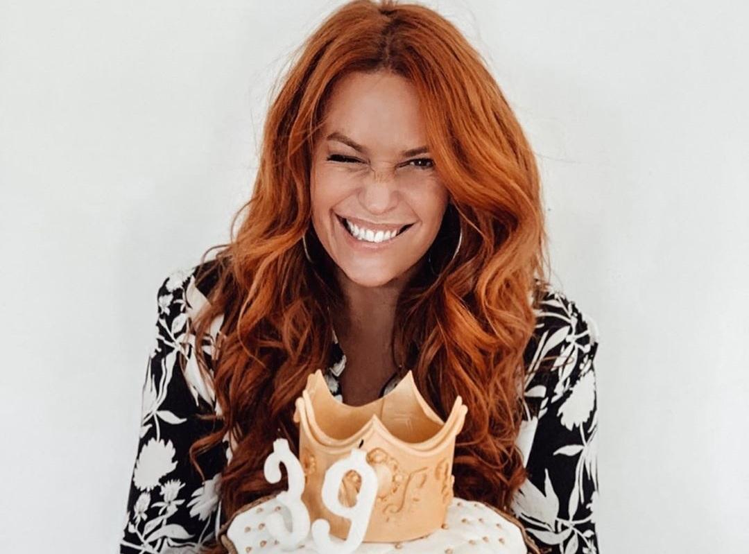 Σίσσυ Χρηστίδου: Η έκπληξη για τα γενέθλιά της, οι τρεις τούρτες και οι ευχές του Θοδωρή Μαραντίνη! [pics,vid]