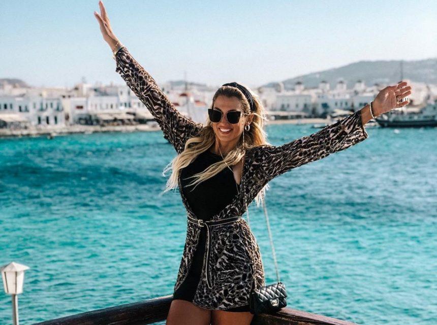 Κωνσταντίνα Σπυροπούλου: Ποζάρει μόνο με τη μάσκα ομορφιάς της! | tlife.gr