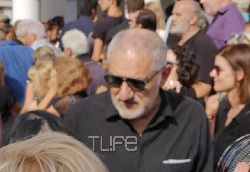 Ράγισε καρδιές  ο Νίκος Πορτοκάλογλου στην κηδεία του Λαυρέντη – «Χθες θα τραγουδούσαμε στο Ηρώδειο και σήμερα»… Βίντεο   tlife.gr