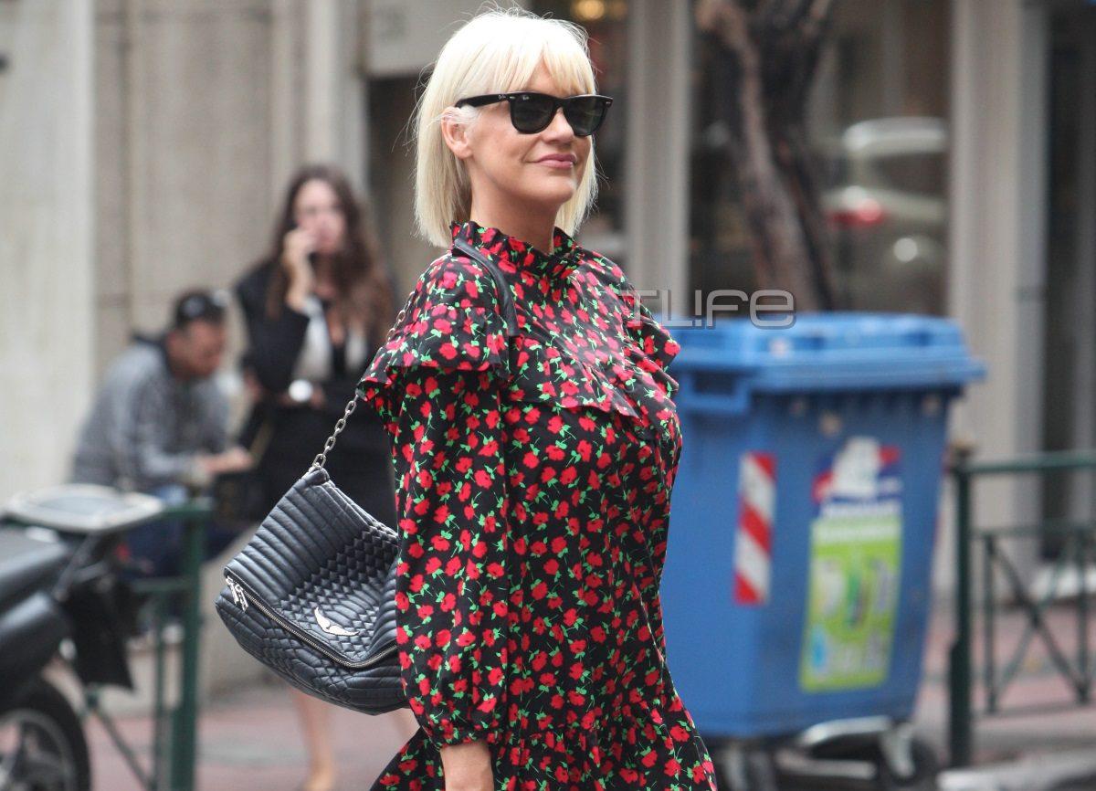 Σάσα Σταμάτη: Πρωινή βόλτα με μίνι φόρεμα στο κέντρο της πόλης! [pics]   tlife.gr