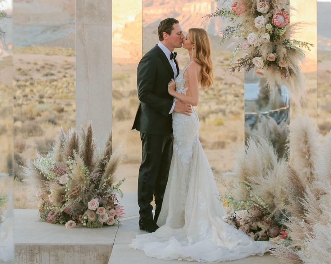 Παντρεύτηκε ο Dj Tiesto την 21χρονη κούκλα σύντροφό του! Φωτογραφίες | tlife.gr