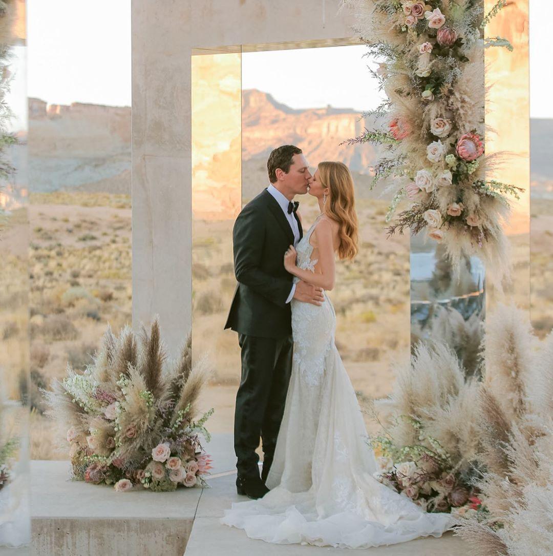 Παντρεύτηκε ο Dj Tiesto την 21χρονη κούκλα σύντροφό του! Φωτογραφίες