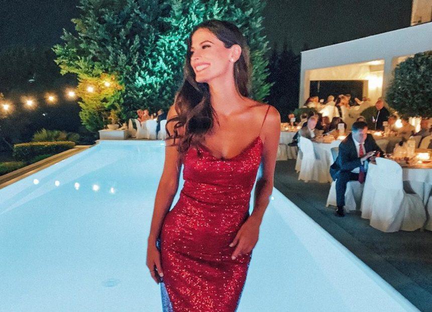 Χριστίνα Μπόμπα: Εκθαμβωτική με κατακόκκινη τουαλέτα στον γάμο του αδερφού του Σάκη Τανιμανίδη [pics]   tlife.gr