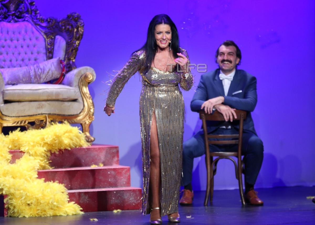 Ζωζώ Σαπουντζάκη: Απαστράπτουσα στη σκηνή για τη νέα της παράσταση! [pics]