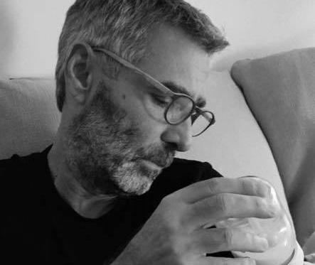 Θοδωρής Αθερίδης: Ταΐζει τον εγγονό του με το μπιμπερό! Τα τρυφερά λόγια του [pic] | tlife.gr
