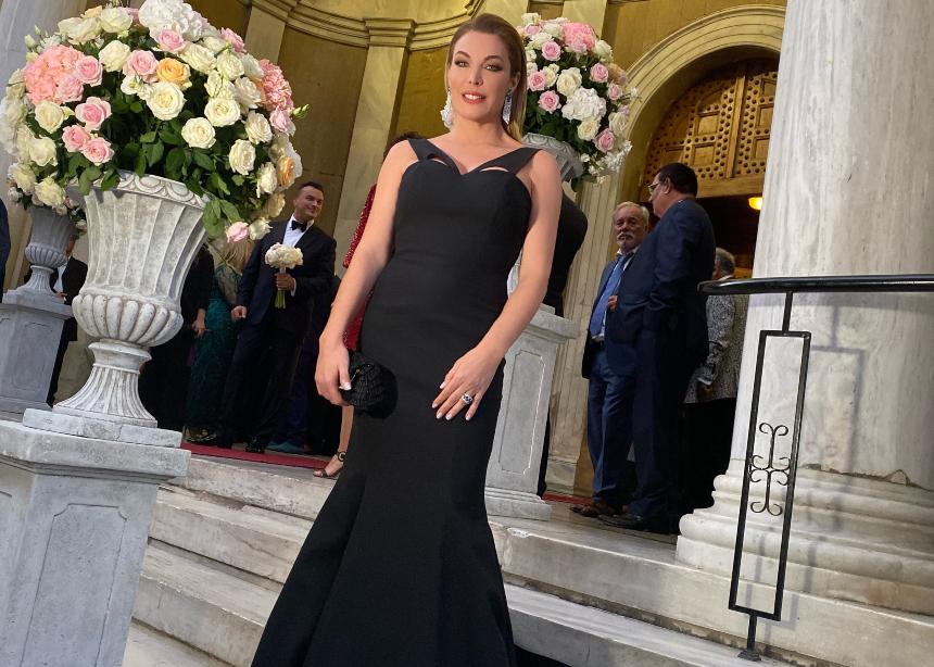 H Tατιάνα φόρεσε ένα υπέροχο old Hollywood style φόρεμα! | tlife.gr