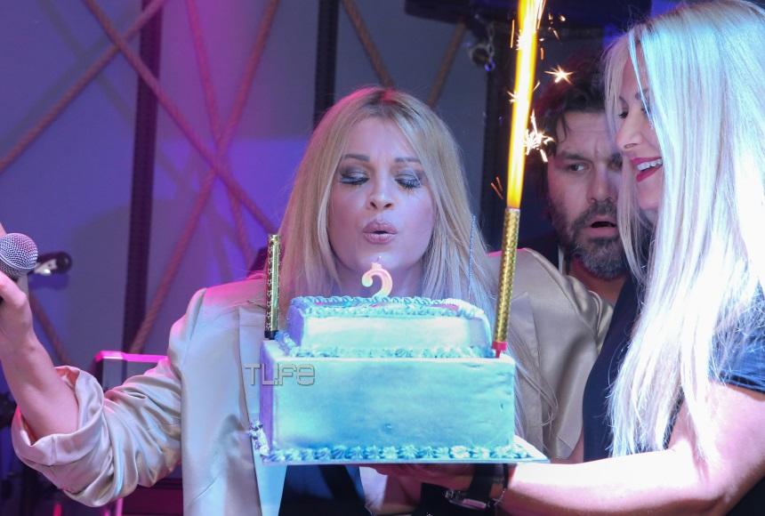 Σαμπρίνα: Έτσι γιόρτασε τα γενέθλιά της! Η εντυπωσιακή τούρτα της τραγουδίστριας [pics] | tlife.gr