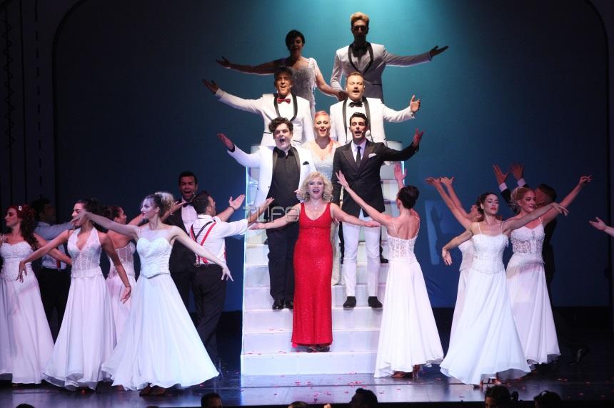 Η «Παριζιάνα» έκανε πρεμιέρα στο θέατρο Broadway! Εντυπωσιακές φωτογραφίες | tlife.gr