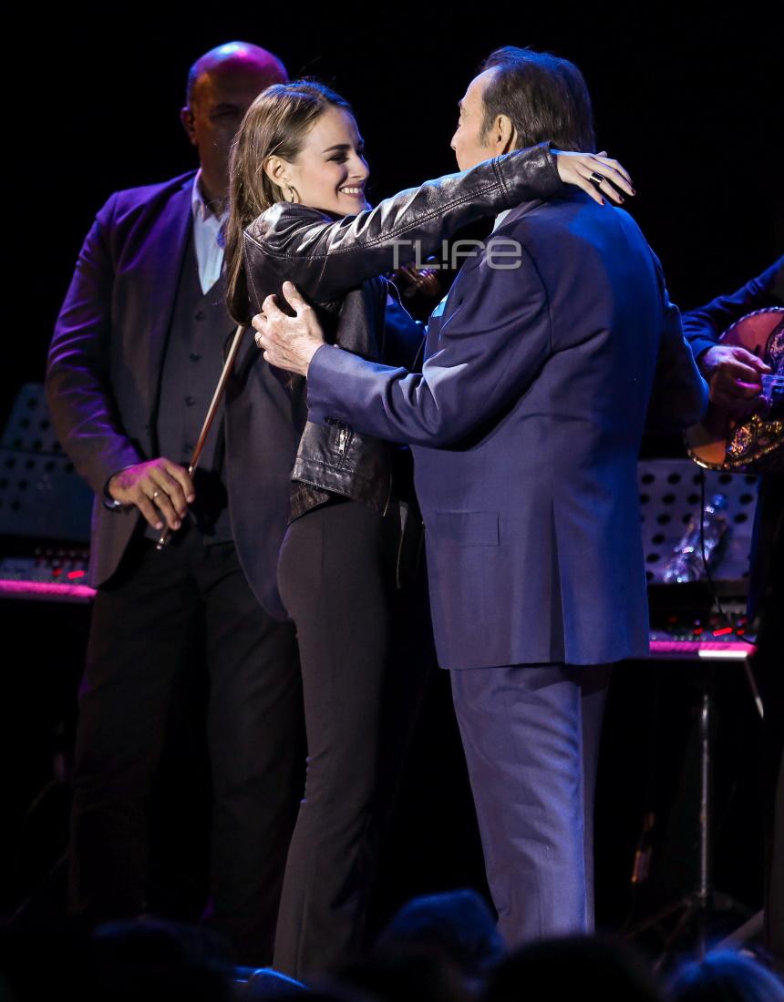 Τόλης Βοσκόπουλος: Η συγκινητική στιγμή με την κούκλα κόρη του, Μαρία, σε συναυλία του! [pics]