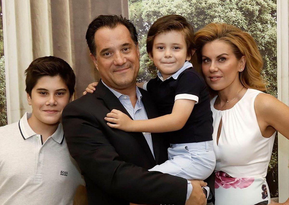 Άδωνις Γεωργιάδης – Ευγενία Μανωλίδου: Επίσημη εμφάνιση με τους δυο γιους τους! [pics] | tlife.gr