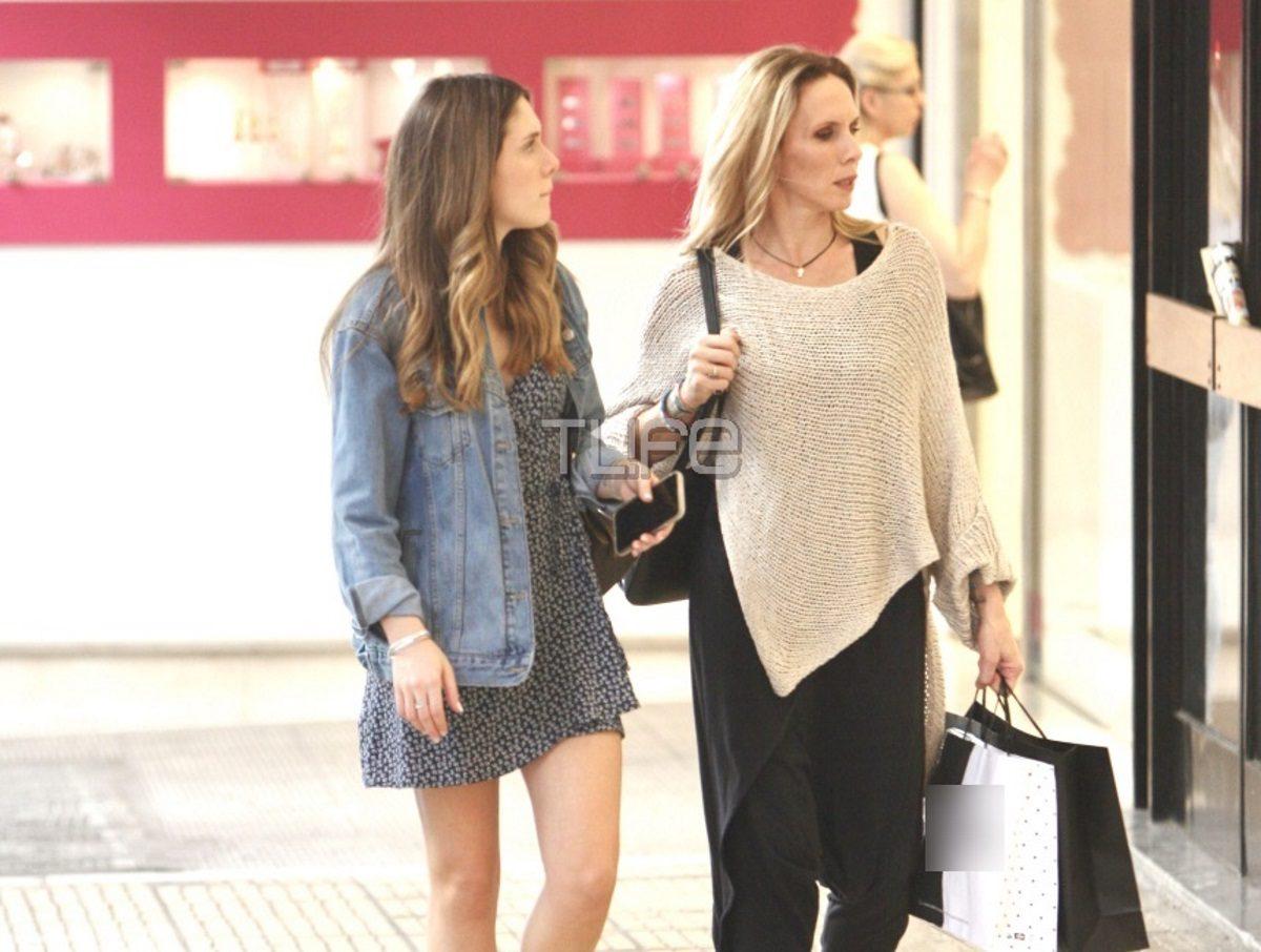 Εβελίνα Παπούλια – Αφροδίτη Λιάντου: Μαμά και κόρη είναι κολλητές! Για ψώνια στο Κολωνάκι [pics] | tlife.gr