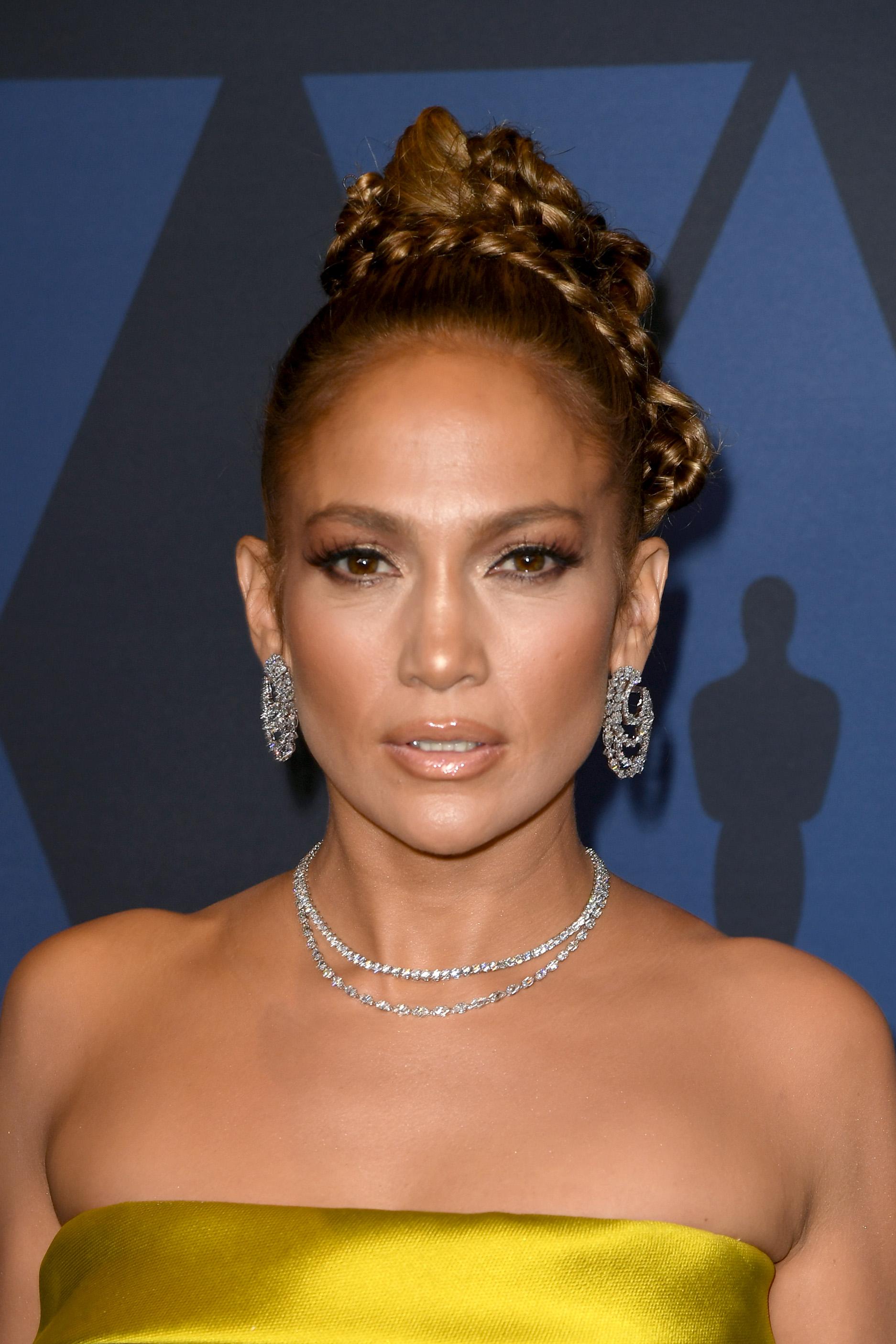 Η Jennifer Lopez έφερε αέρα παλιού Χόλιγουντ στο κόκκινο χαλί με αυτό το χτένισμα!
