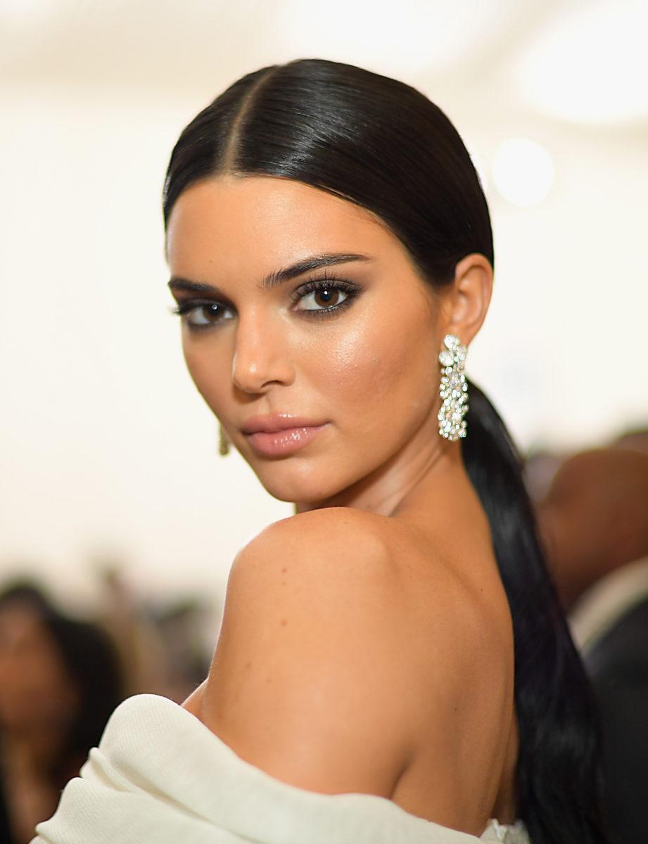 Δεν το περιμέναμε! Το χτένισμα που επέλεξε η Kendall Jenner για τον γάμο των Bieber! | tlife.gr