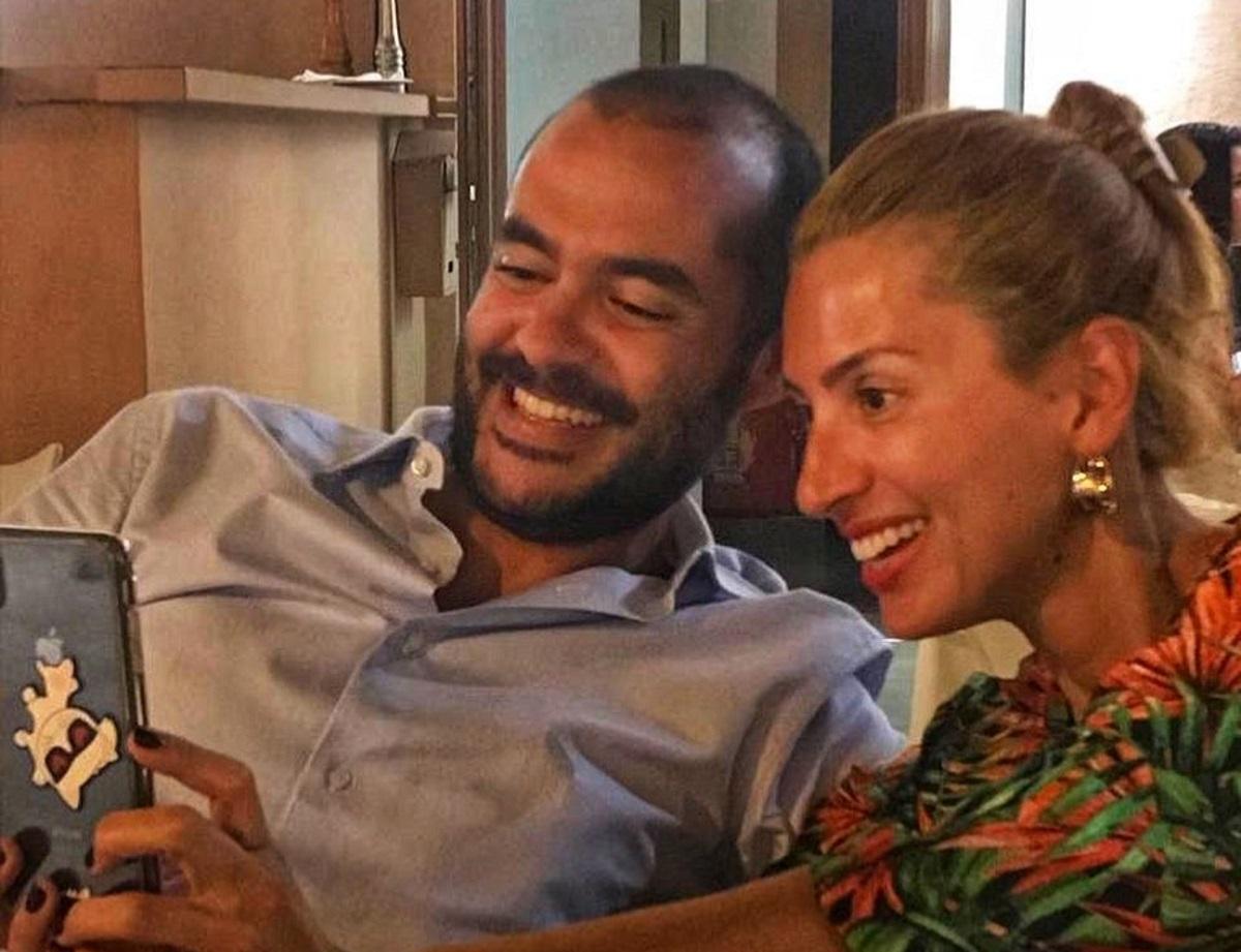 Μαρία Ηλιάκη: Η μεσημεριανή βόλτα και το γεύμα με τον Στέλιο Μανουσάκη στην Αθήνα!